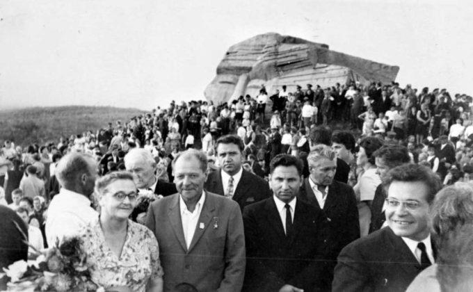 На открытии памятника В.К. Арсеньеву.