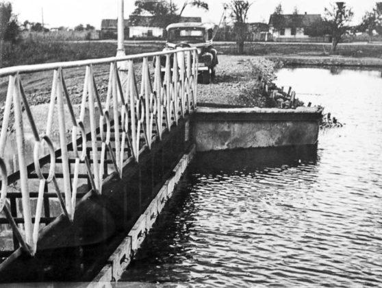 Идет строительство бассейна. 1954 год.