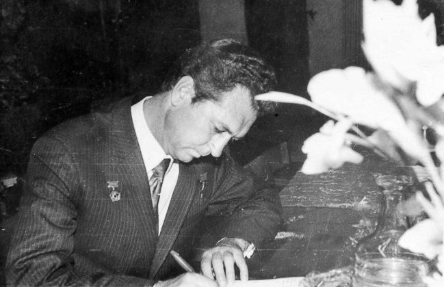 Летчик-космонавт В. Севостьянов