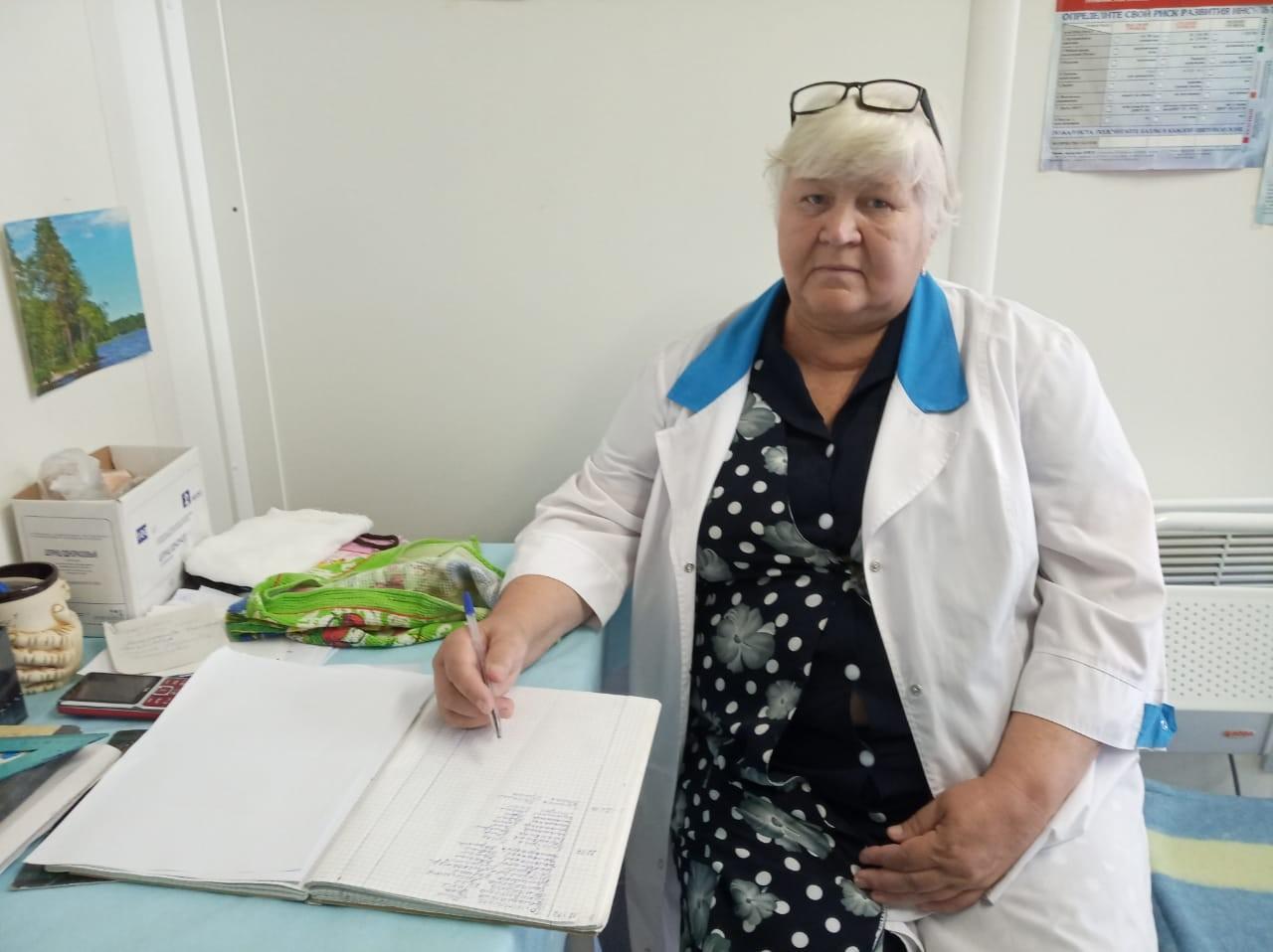 Шаповалова Зинаида Илларионовна много лет работает в Пуховском ФАПе