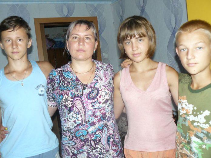 Анна Пинчук со старшими детьми.