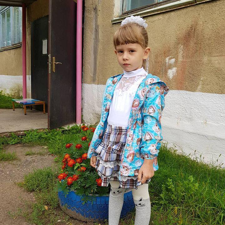 Младшая Вика ходит в детский сад.