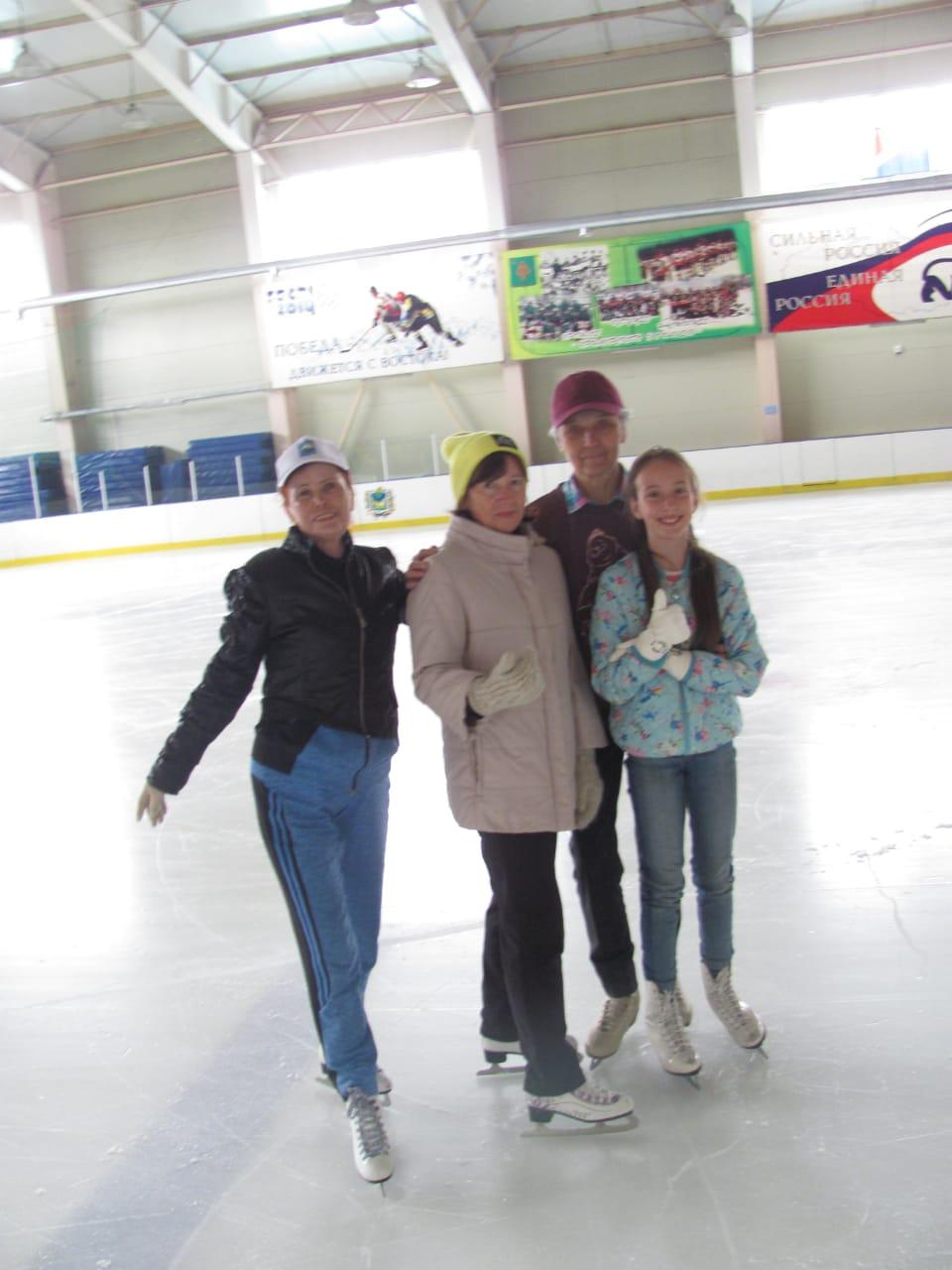 В ледовом Дворце с подругами.
