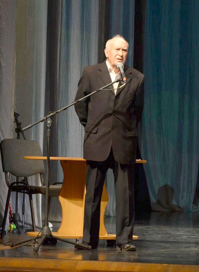 Презентация книги Владимира Агарёва «Пути преодоления» состоялась в Арсеньеве накануне Дня города