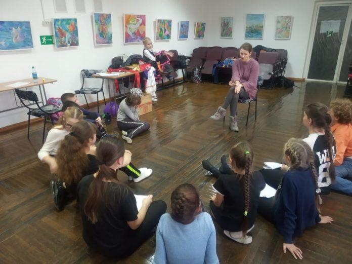 Внимать и впитывать - пока только это требуется от учащихся нового, театрального, отделения ДШИ