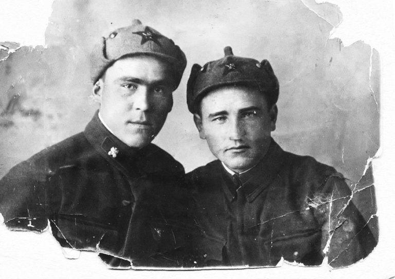 Черемисов Петр Дмитриевич (справа)