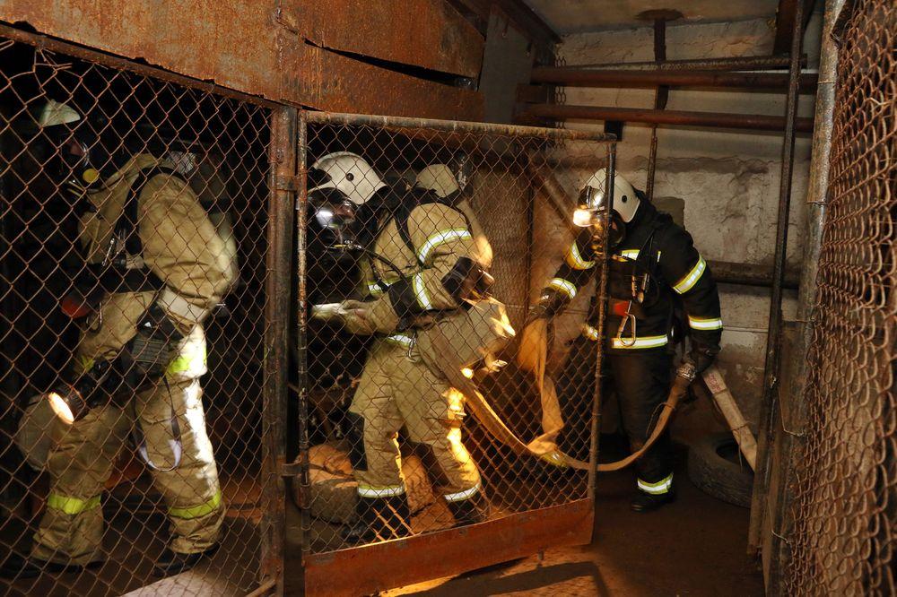 Практика огнеборцев в темплодымовой камере