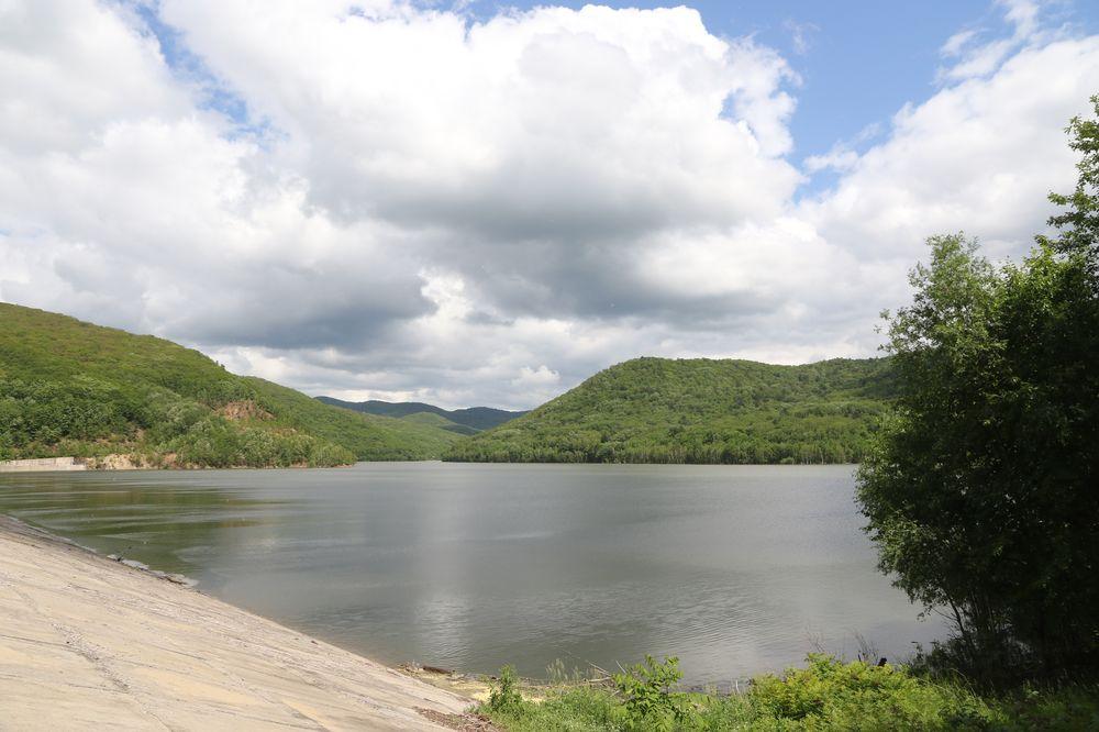 На месте слияния двух рек Дачной и Пчелки в 80-е годы прошлого века было сооружено водохранилище а